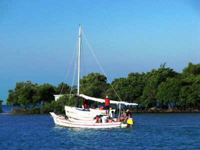 Sail-powered fishing craft, Belize