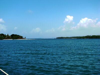 Moira at anchor, Isla Naranjo Abajo, Panama