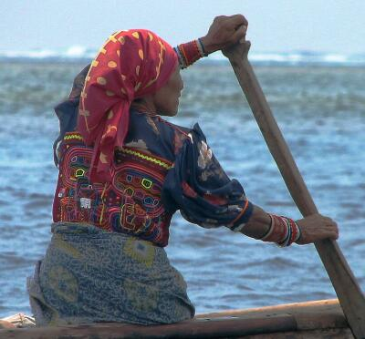 Kuna Yala woman in ulu (dugout canoe) wearing blouse made of a mola