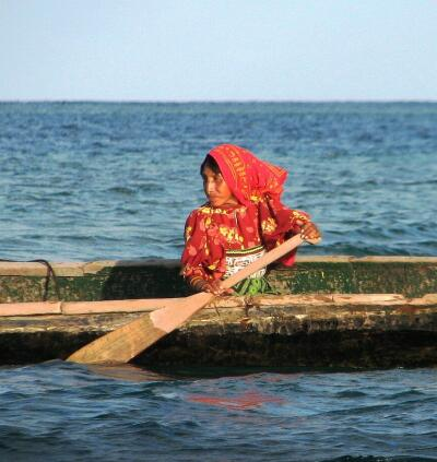 Kuna woman in ulu, San Blas (Kuna Yala), Panama